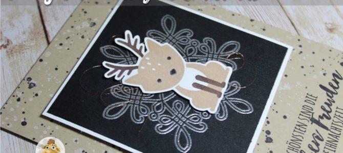 Fuchs im Rentiermantel – Weihnachten in schwarz und Silber